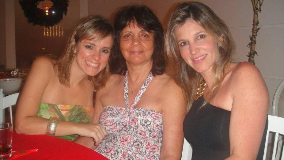 Josefina ladeada pela filha e por Verussa (abaixo): lembranças de tempos felizes