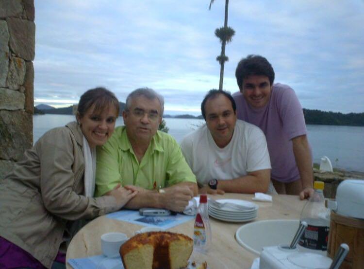Recordações do passado Itamar com os filhos Daniela, Claudio e Jomar