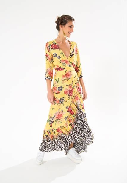 A estamparia (1997): a primeira coleção da grife foi de bodies, mas logo os vestidos estampados viraram marca registrada e conquistaram as clientes. Kátia chegava a tingir as peças em baldes, em casa, para alcançar as cores desejadas