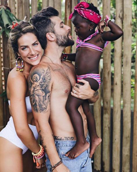 Titi: em uma viagem pelo Malaui, em 2015, Giovanna se encantou com a pequena Chissomo, de 1 ano, em um abrigo infantil. Decidiu adotá-la, em um processo que levou pouco mais de um ano e várias idas à África