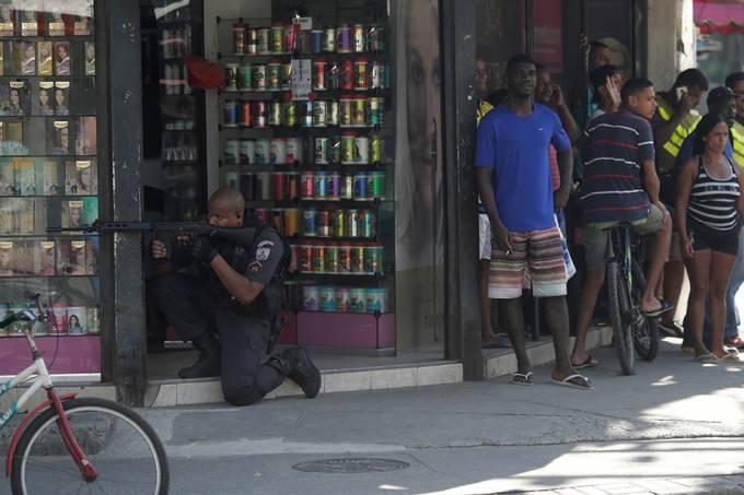 Polícia militar em ação // violência // policia // pm