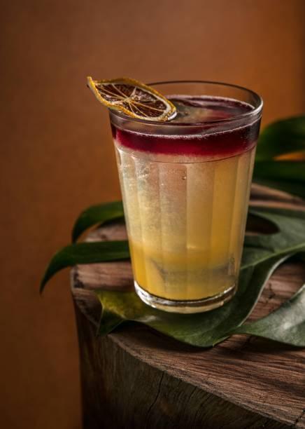 The redhead: rum, vinho tinto, canela, limão-siciliano, grenadine caseiro (R$ 33,00)