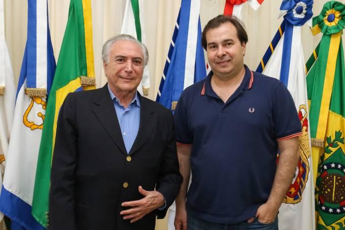 AS_Michel-Temer-trasnmite-cargo-presidente-republica-Rodrigo-Maia_003090117