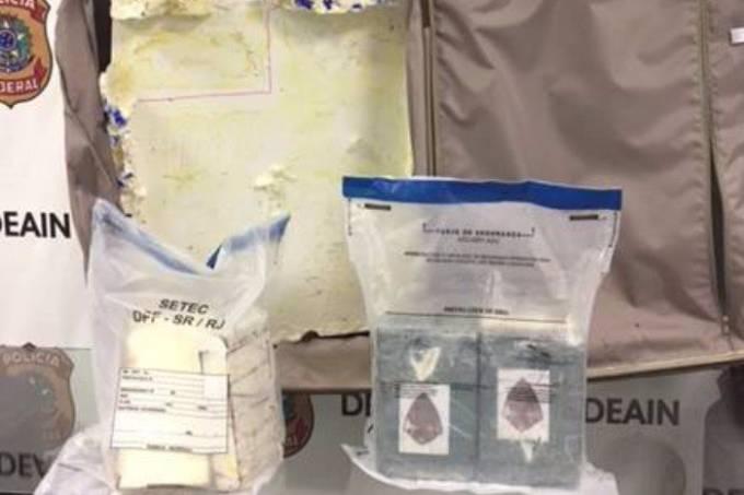 A Polícia Federal apreendeu 8,6 quilos de cocaína no Galeão