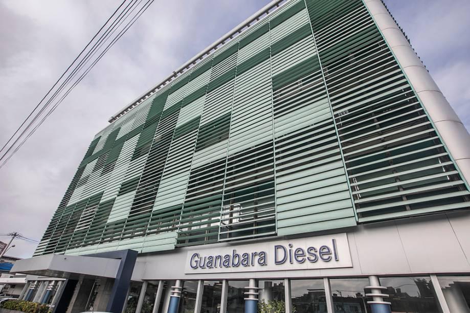 A sede do império Localizado no bairro de Ramos, na Avenida Brasil, o prédio concentra as operações bancárias do grupo, concessionárias de veículos e ônibus e a administração dos negócios espalhados por cinco estados
