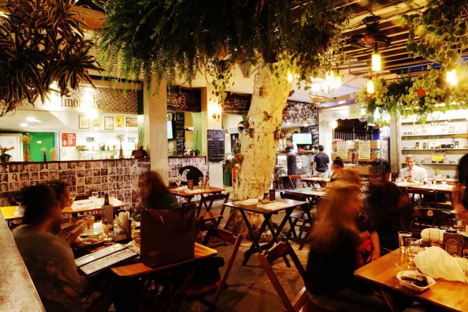 O ambiente da varanda é o mais disputado do bar-restaurante