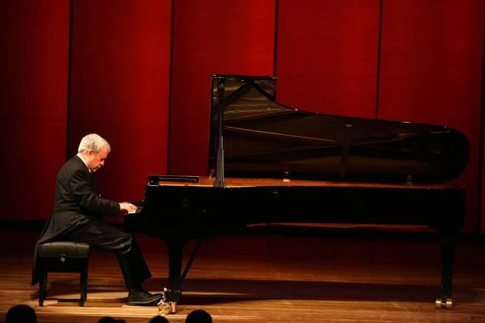 Música: o pianista Nelson Freire