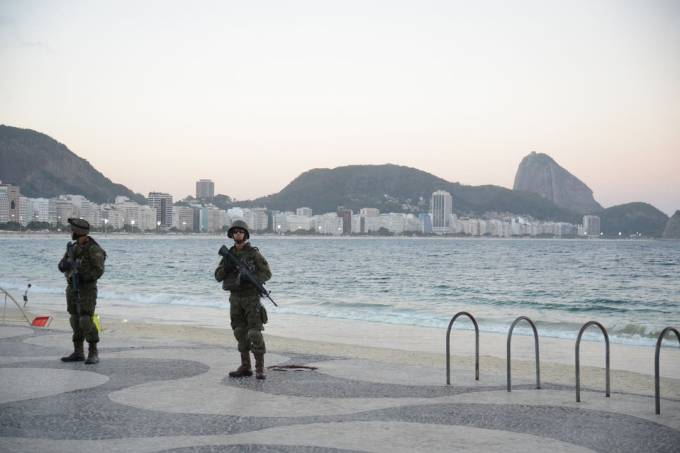 militares em copacabana