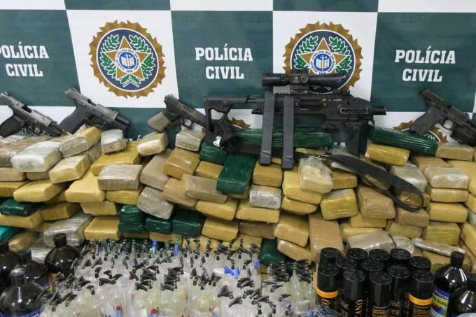 drogas e armas apreendidas
