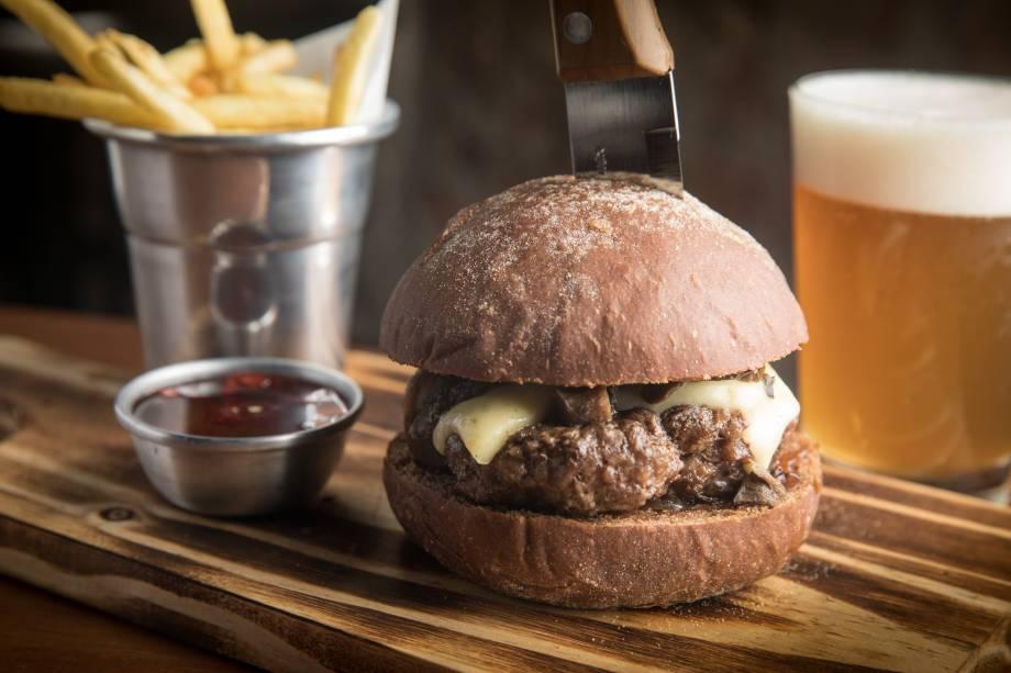 Hambúrguer pão de açúcar (R$ 29,00): carne, cogumelos, cebola caramelada e queijo emmental