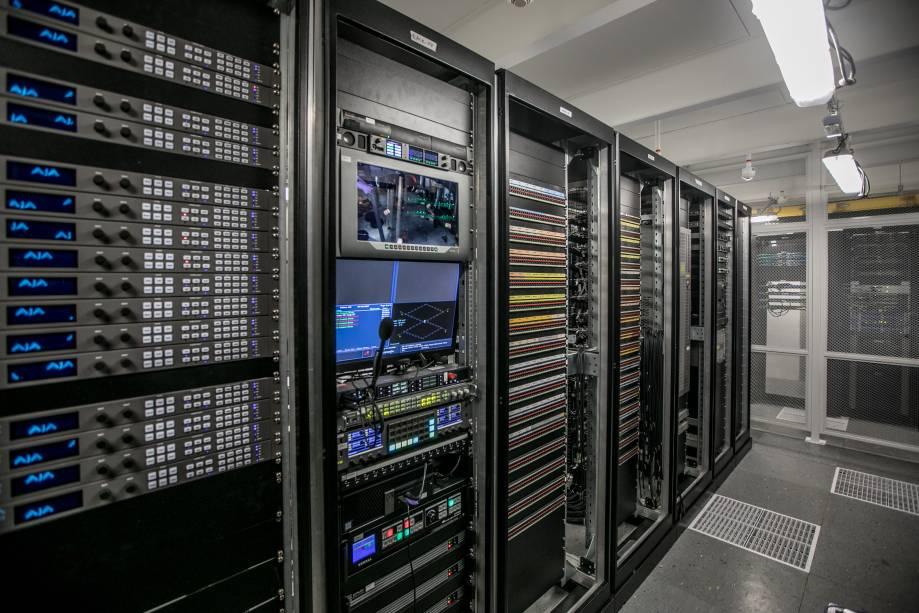 Sala de servidores no YouTube Space: está tudo conectado via wi-fi