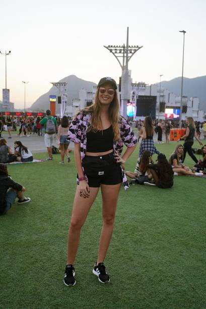 Julia Costa, 21 anos