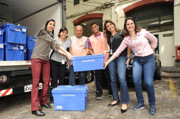 SuperPrix e INCA Voluntário – Alimentos sendo doados – foto divulgação SuperPrix