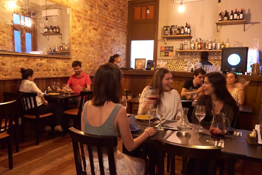 O bar: cerveja e vinho em promoção ás quartas e quinta