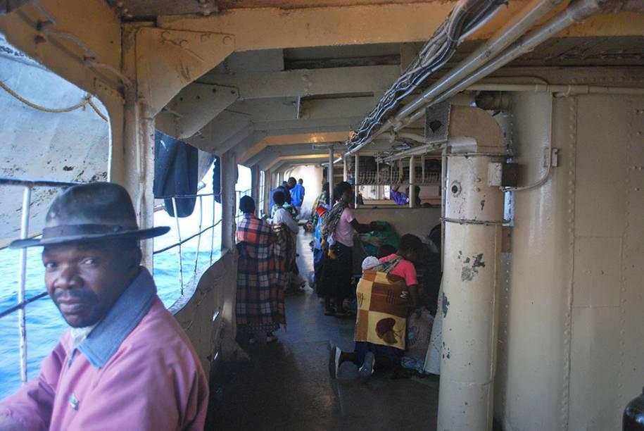 Travessia de barco no Malaui