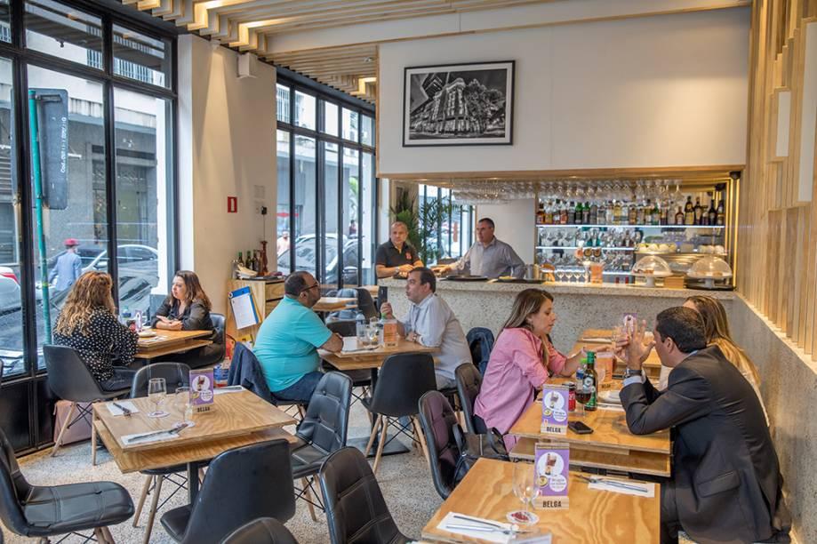 O simpático ambiente da Brasserie Belga: