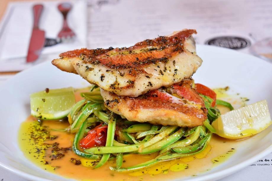 Peixe grelhado e espaguete de abobrinha: irretocável