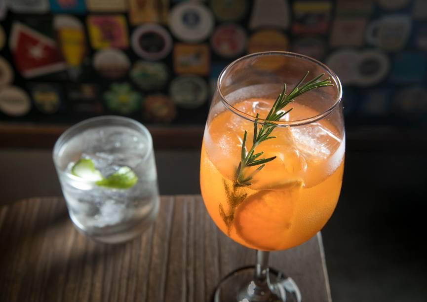 Mureta spritz (R$ 24,90) e charles martini (R$ 27,90): dicas do bar