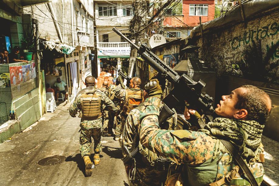 ROCINHANo último dia 2, PMs da UPP e traficantes se enfrentaram na Rua 4 da comunidade. Dois homens foram baleados e levados para o Hospital Miguel Couto. Um morreu e o outro foi preso. A favela de São Conrado foi o segundo local com o maior número de tiroteios registrados em janeiro, de acordo com o aplicativo Fogo Cruzado. Naquele mês, um confronto que ocorreu ali teve reflexos no vizinho Morro do Vidigal, levou a protestos de moradores e fechou a Avenida Niemeyer.