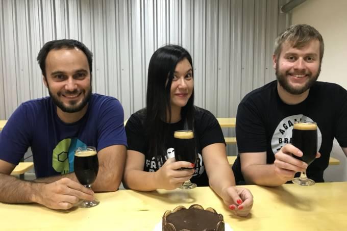Bernardo Couto e Maira Kimura, da 2cabeaças e Sebastian Sauer da Freigest