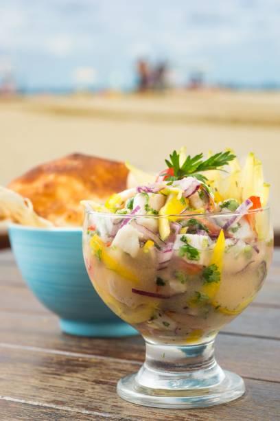 Del Mare: ceviche de peixe branco com manga, carambola e cebola-roxa (R$ 25,00), sugestão de entrada