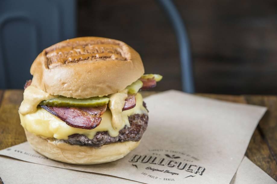 Lumberjack: hambúrguer bovino, queijo, bacon, picles e molho da casa