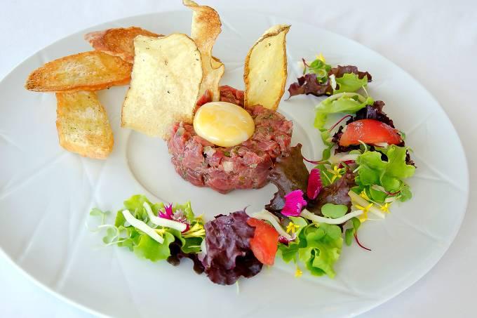 L'Etoile; steak tartare