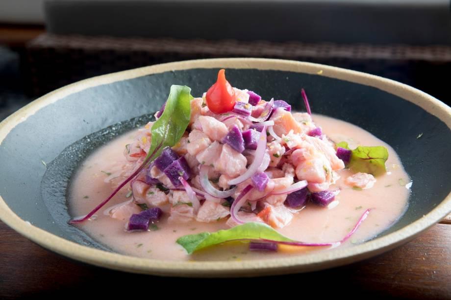 Ceviche de salmão com batata-roxa