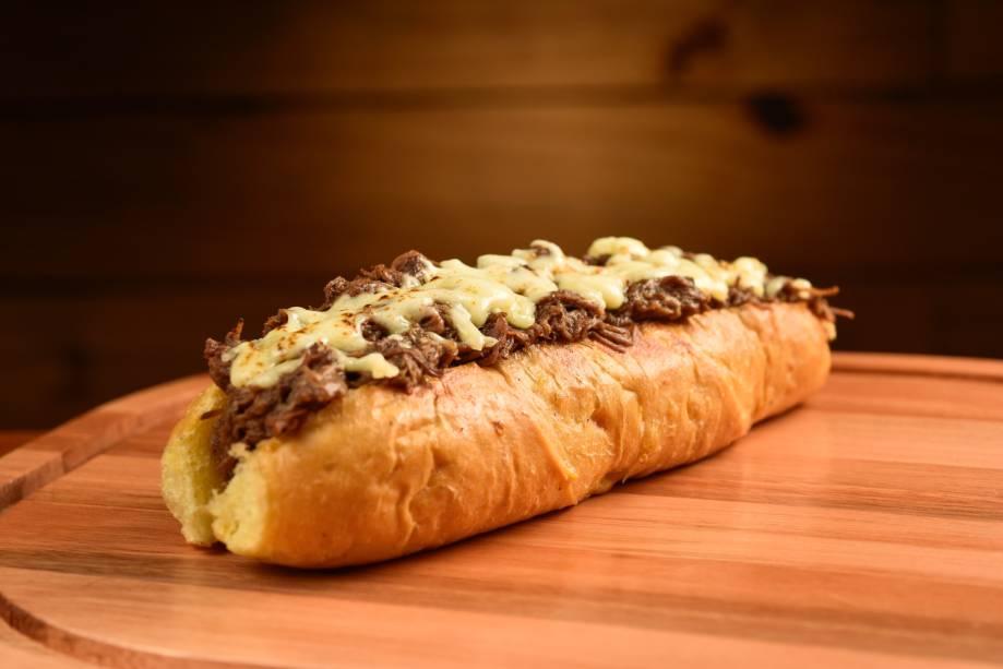 O sanduíche de carne assada é um dos destaques do cardápio