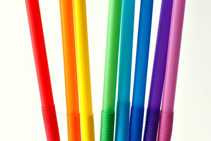 Eight drinking straws in rainbow colors