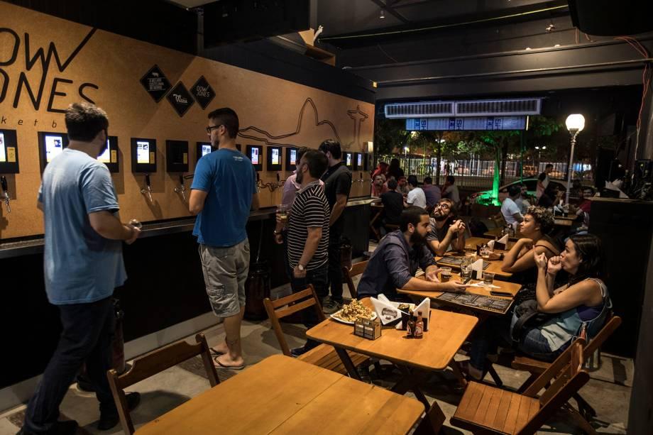 Down Jones: bar inspirado na Bolsa de Valores chega a Botafogo