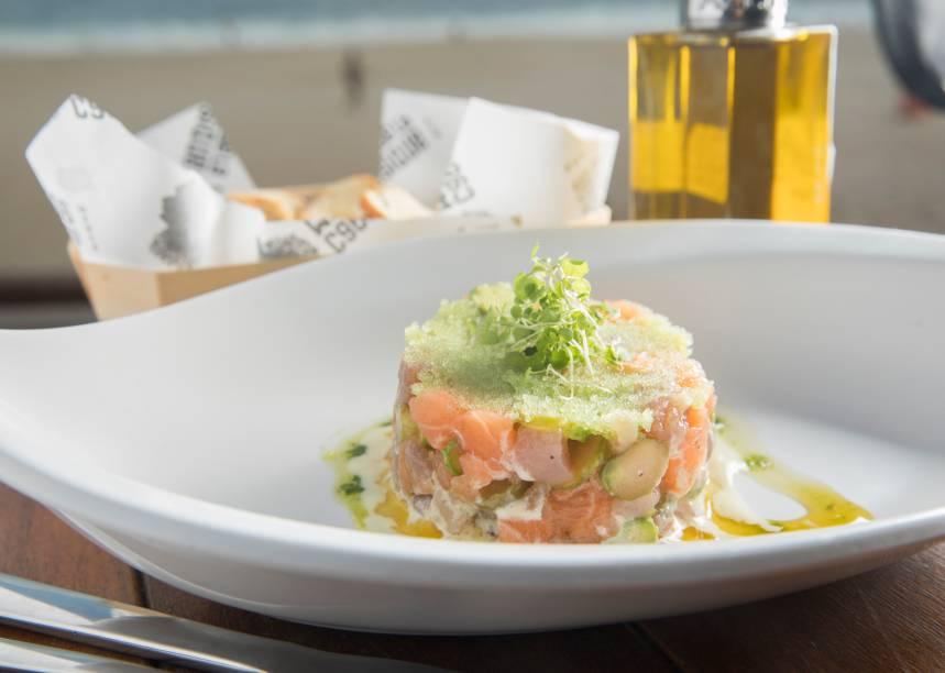 Tartare de atum e salmão com ovas em wasabi (R$ 48,00): boa pedida