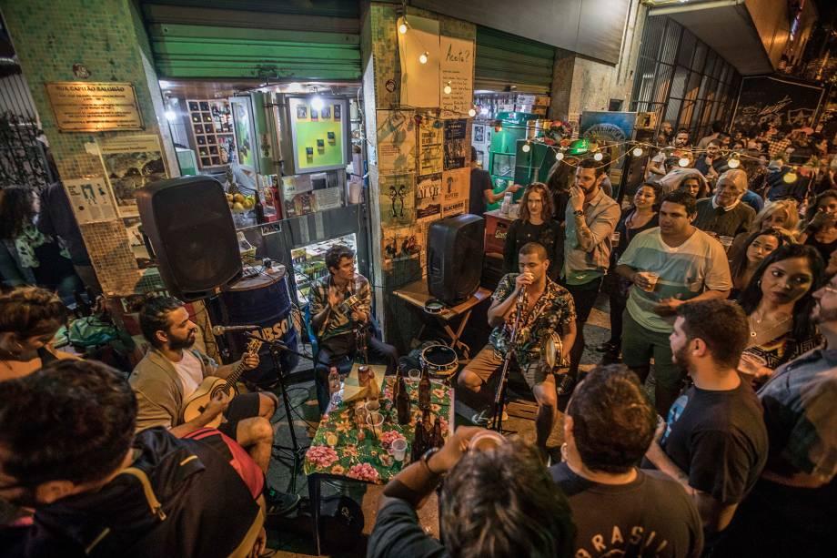 De quinta a domingo, o bar recebe músicos para apresentações ao vivo
