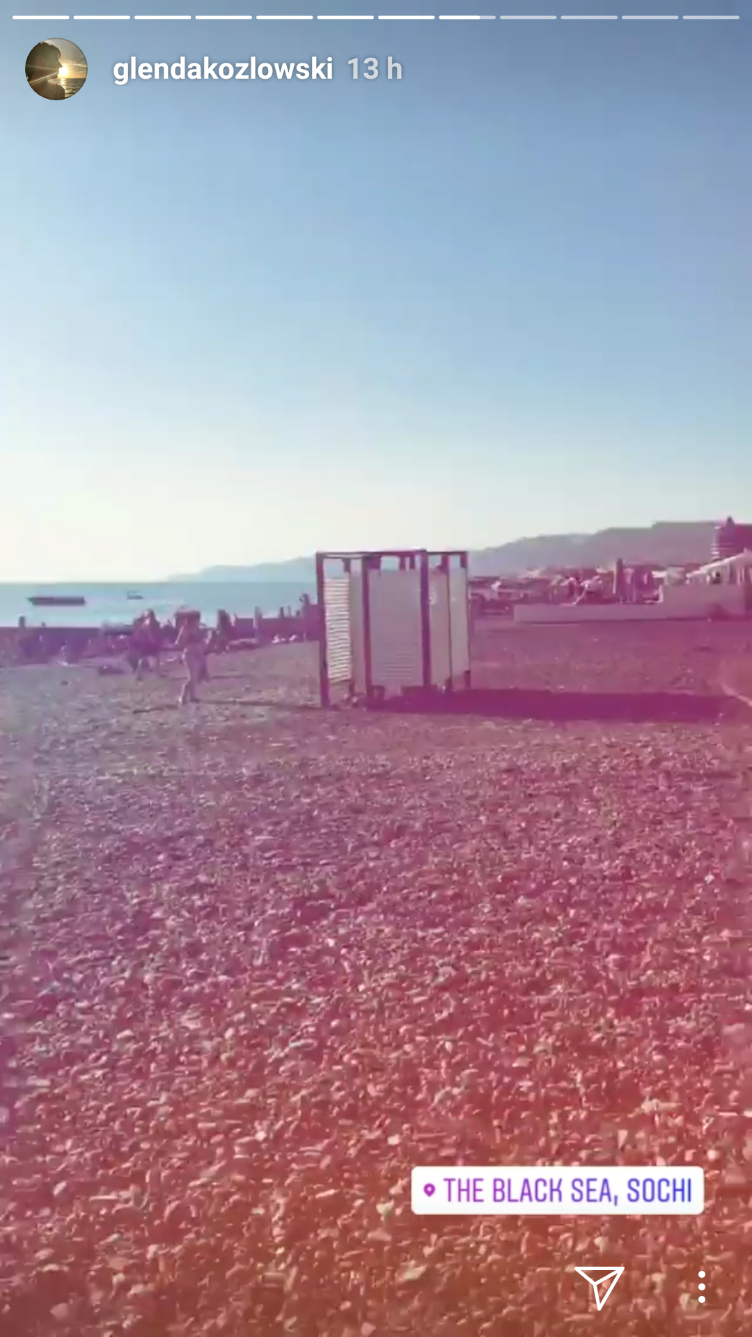 stories glenda kozlowski na praia de sochi - vestiário - cabine - areia