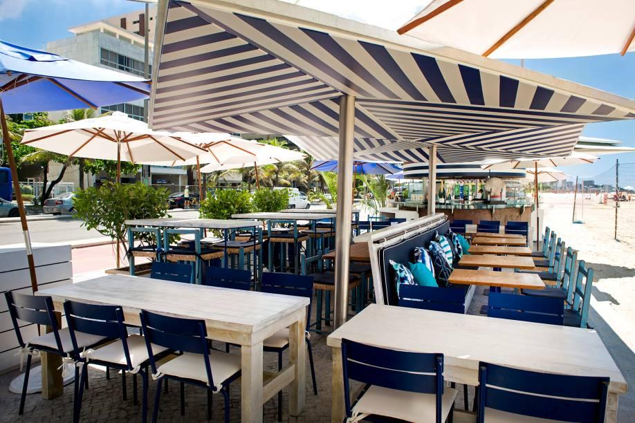Mobiliário azul e  branco: inspiração na Riviera Francesa