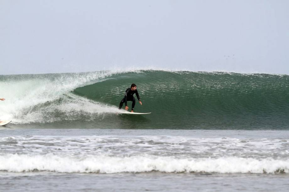 """""""O surfe me manteve longe das drogas"""", conta Cauã"""