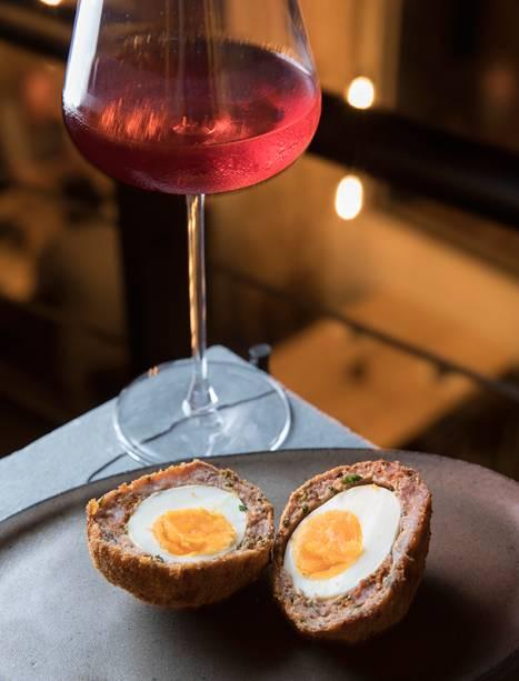 Scotch egg (R$ 20,00): espécie de bolovo, é boa companhia para as taças