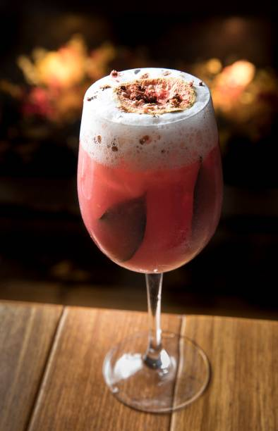 Guava gin: gim, goiaba, louro, pimenta-rosa e espuma de gengibre