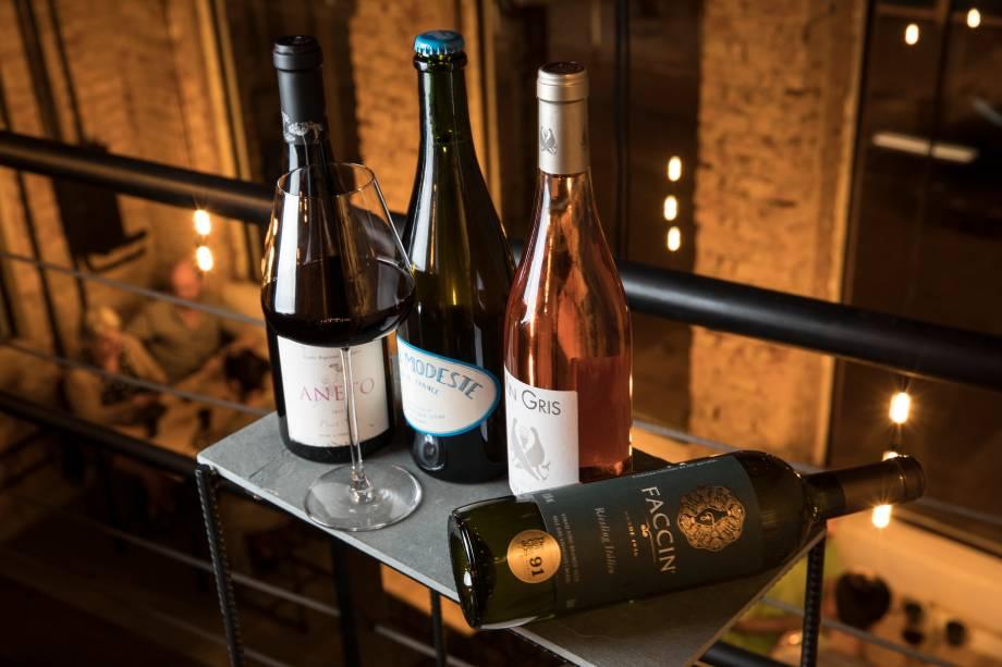 Dominic e Selene Parry cuidam da seleção de vinhos naturais, orgânicos e biodinâmicos