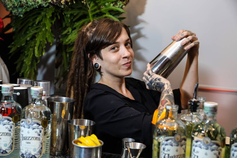 Drinques com Amázzoni Gin servidos pelo Bar Mixxing