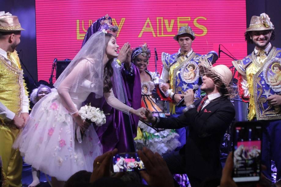 Klebber Toledo e Camila Queiroz no casamento junino do Arraiá do Copa