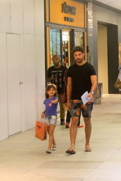 Com a filha, Sofia, fruto de seu relacionamento com a atriz Grazi Massafera