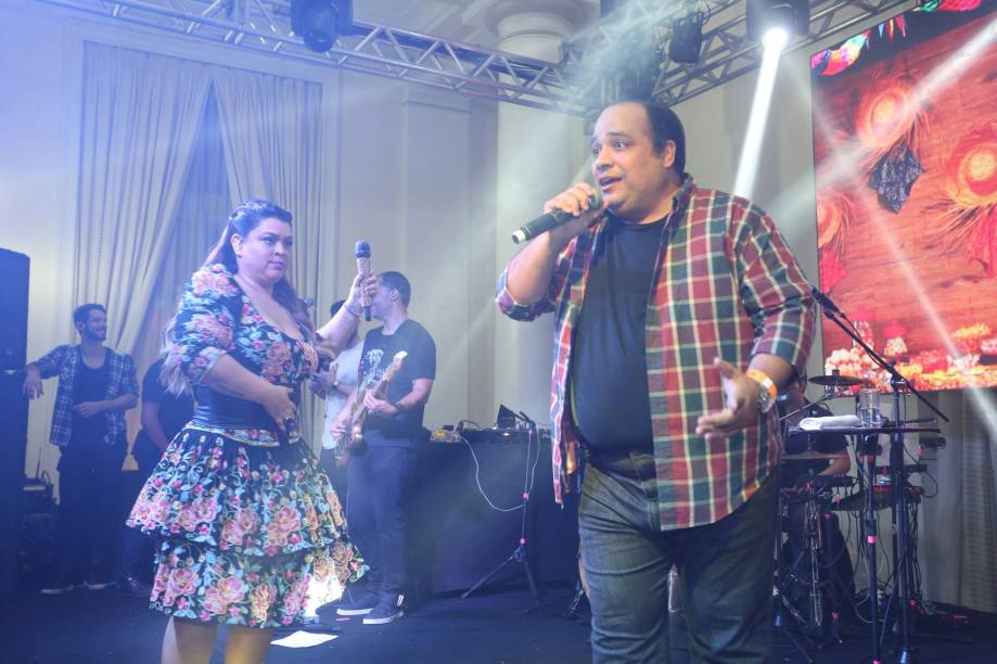 Padre Omar e Preta Gil