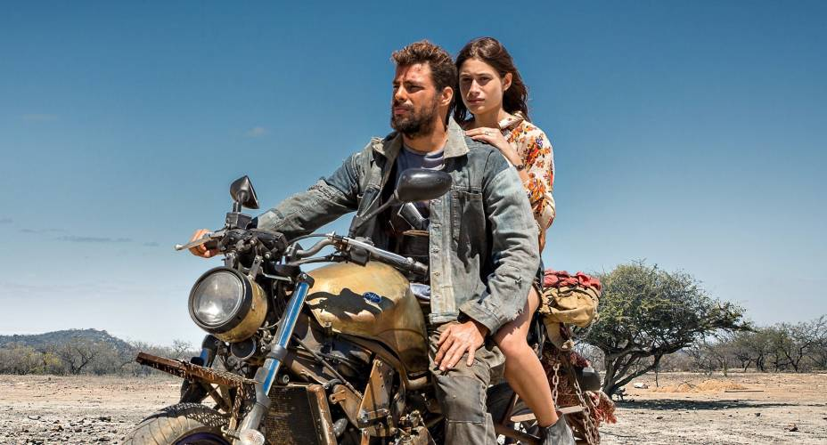 Com Luisa Arraes no filme Reza a Lenda