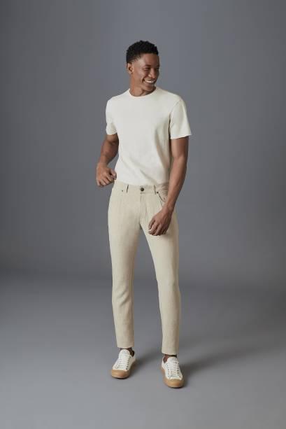 A Reserva conta com uma linha de roupas feitas a partir de tecidos reaproveitados