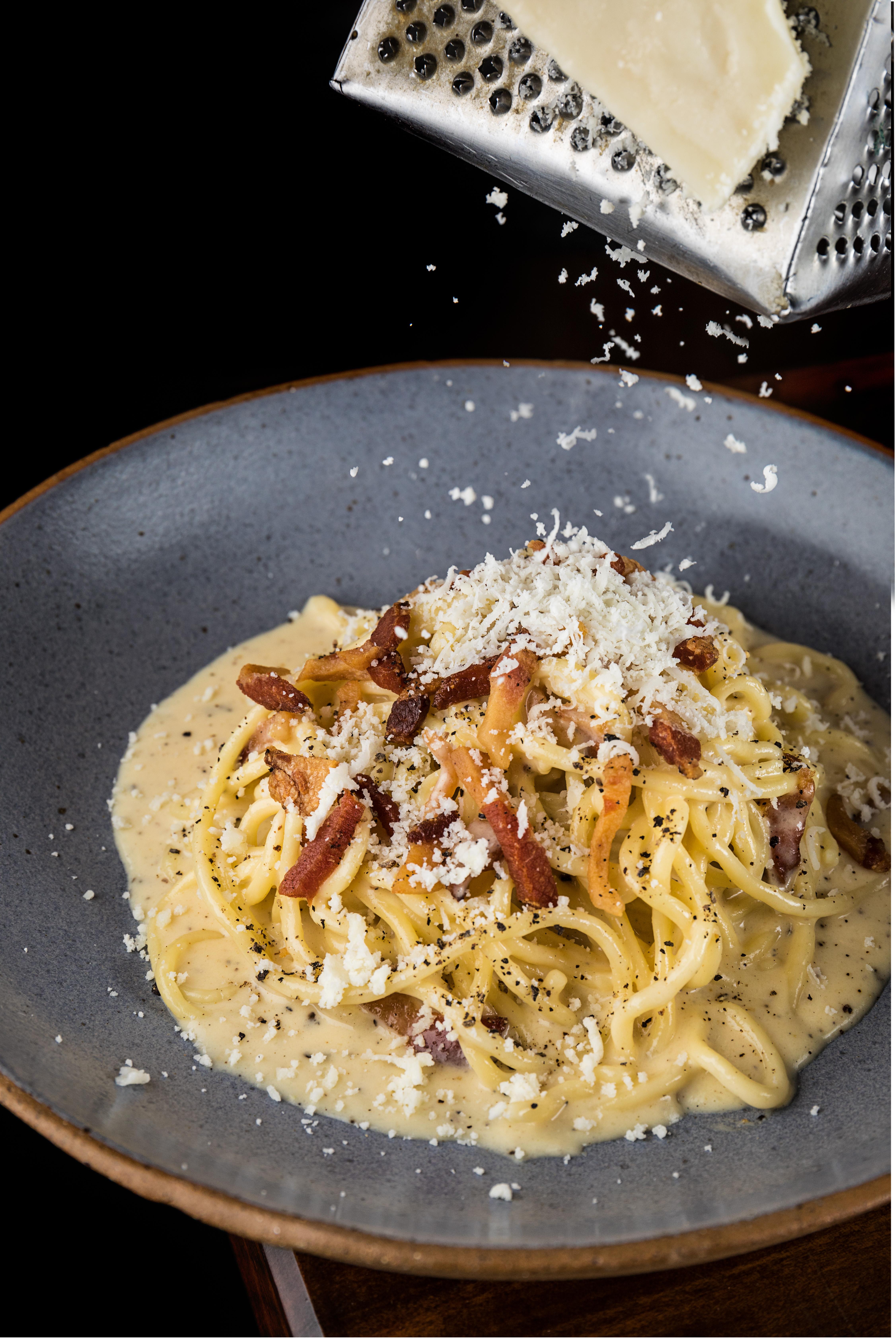 O espaguete à carbonara da Prima Osteria & Bruschetteria é um hit local