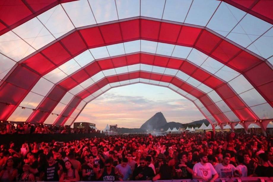 Com uma vista de tirar o fôlego, o Rio Music Carnival agita a Marina da Glória com atrações musicais diversificadas como Dennis DJ e nomes da cena eletrônica