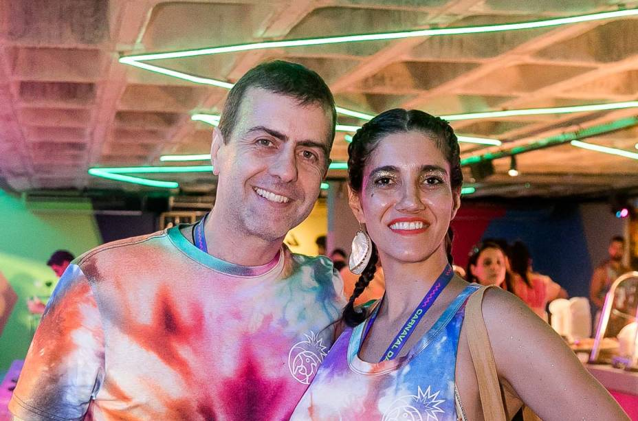 O casal formado pelo deputado federal Marcelo Freixo e a roteirista Antonia Pelegrino curtiu o camarote no carnaval