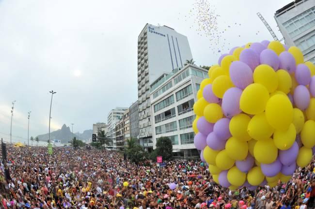 Desfile do Simpatia, em Ipanema, acontece desde 1985 e arrasta cerca de 300 pessoas.