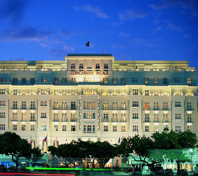 Fachada do Copacabana Palace à noite